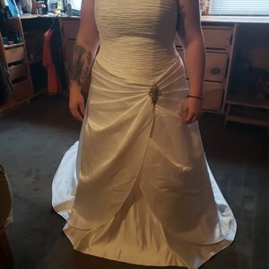 18W David's Bridal Ivory Wedding Dress
